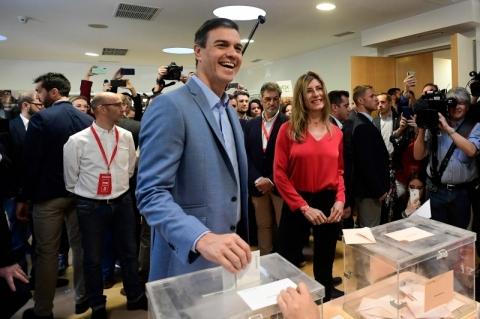 Socialistas vencem, mas não obtêm maioria em eleições na Espanha