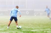 Grêmio madruga, treina sob nevoeiro e vai a Florianópolis com mistério na bagagem
