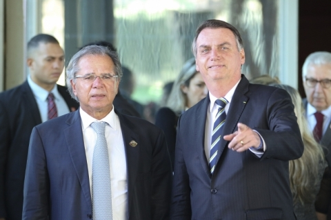 Ninguém é obrigado a ficar como ministro, diz Bolsonaro sobre fala de Guedes
