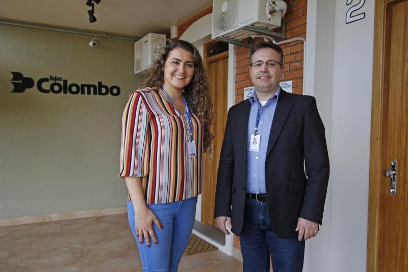 Entrevista nas Lojas Colombo em Farroupilha. Na foto: Taís Dal Bello e Dirceu Baccin