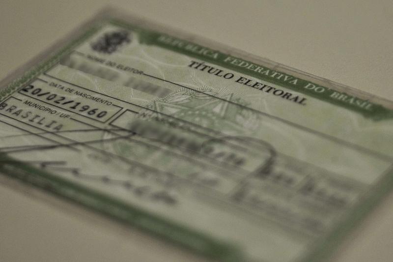 A decisão retira a obrigatoriedade do título de eleitor, mas mantém a de um documento oficial com foto