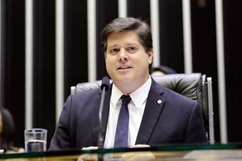 Líderes da Câmara avaliam que liberar FGTS pode minimizar efeitos da crise