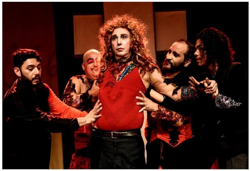 Montagem propõe uma união de elementos como vaudeville, filosofia e teatro no palco