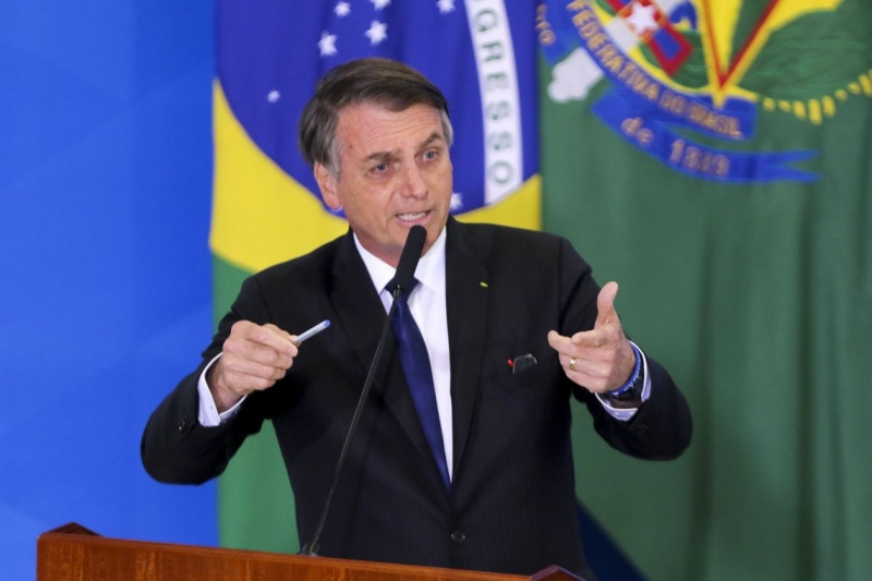 Bolsonaro assinou medidas em retaliação à imprensa e a UNE e UBES