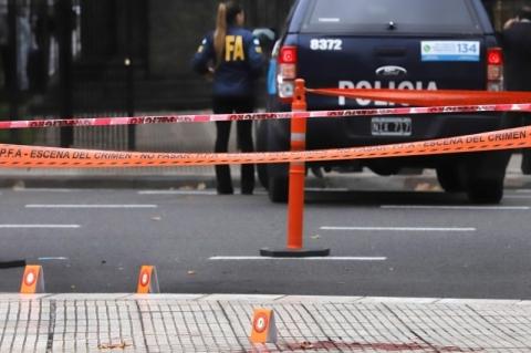 Deputado argentino é ferido com tiro em ataque próximo ao Congresso