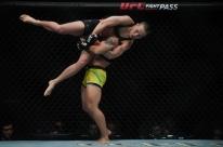 Jéssica Andrade vence Rose Namajunas e conquista o cinturão peso-palha do UFC