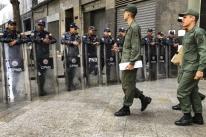 Guarda Bolivariana cerca prédio da Assembleia Nacional da Venezuela