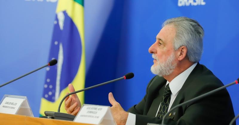 """""""É preciso preparar o país para uma virada econômica"""", disse Carlos Melles, presidente do Sebrae"""