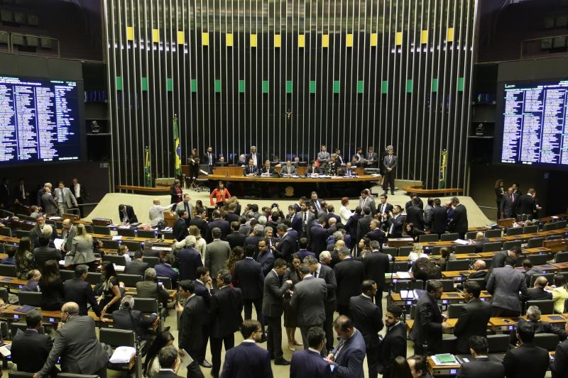 Texto agora depende de votação no plenário da Casa e ainda terá de passar pela Câmara