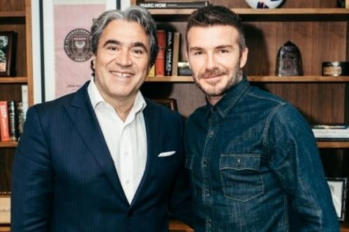 O CEO do Safilo Group, Angelo Trocchia, com David Beckham