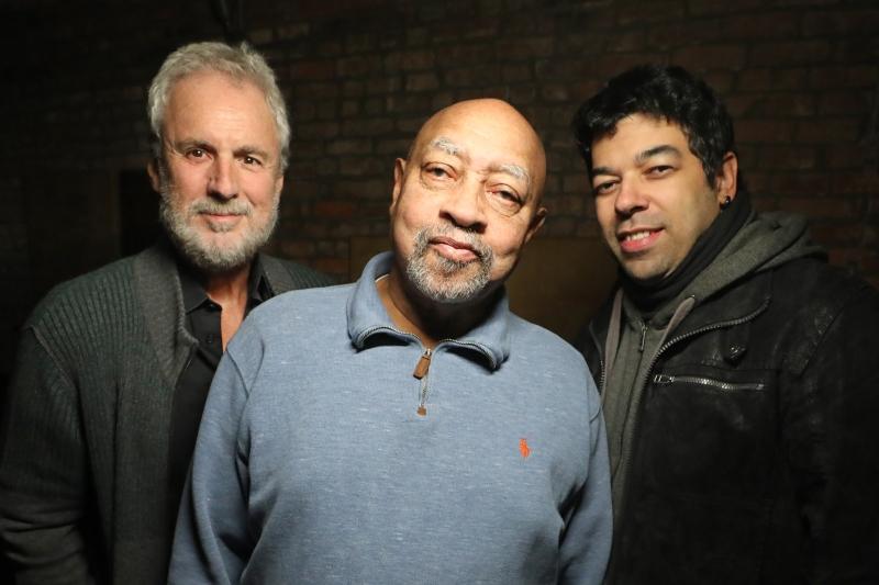 Pianista norte-americano, Kenny Barron (ao centro) encabeça o projeto