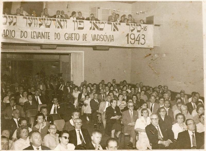 Plateia lotada no Auditório Henrique Scliar, do Clube de Cultura, em 1959