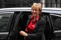 Líder do Governo na Câmara renuncia em reação a novo plano de May para Brexit