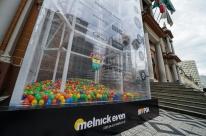 Duas mil peças doadas à Campanha do Agasalho de Porto Alegre não têm condições de uso