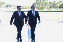 Bolsonaro terá de nos aturar por dois anos e vice-versa, dizem Maia e Alcolumbre