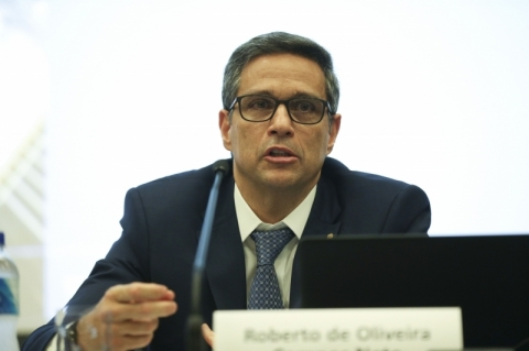 Recuo no crescimento não afeta apenas o Brasil, diz BC