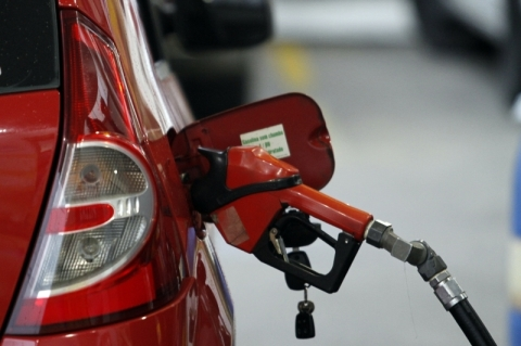 Petrobras eleva preço da gasolina em 4% na refinaria