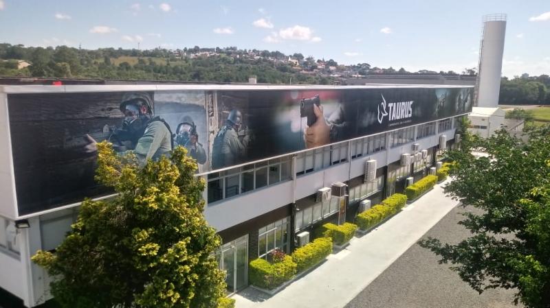 Empresa gaúcha líder mundial na fabricação de revólveres, a Taurus reforça que continuará fabricando no Brasil