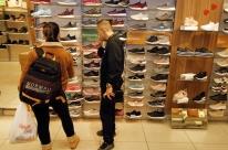 Confiança do Consumidor recua 1,2 ponto em janeiro, diz FGV