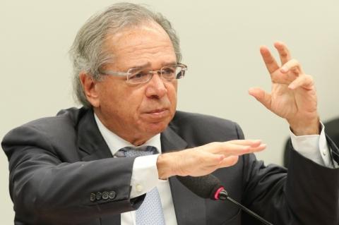 Impacto da reforma é de R$ 860 bilhões só com cortes, diz Paulo Guedes