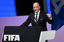 Com maratona à vista, Fifa propõe 5 substituições por time na retomada do futebol