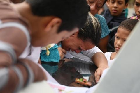 Mortes de crianças expõem crise na Venezuela