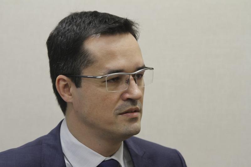 Dallagnol criticou decisão de Toffoli de suspender a busca e apreensão no gabinete do senador