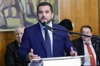 Mais de 200 parlamentares lançam frente pela redução da maioridade penal