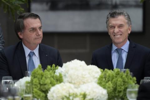 Bolsonaro diz na Argentina que criação de moeda única 'é primeiro passo para um sonho'