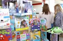 Escolas municipais infantis recebem biblioteca com 400 livros