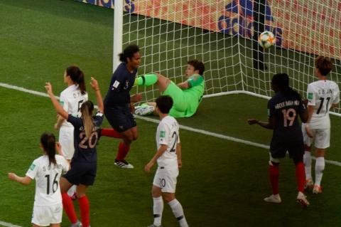 França estreia com goleada de 4 a 0 sobre a Coreia do Sul