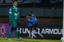 Grêmio sofre para bater o Fortaleza com gol aos 44 do segundo tempo