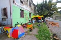 Famílias acampadas em frente a prédio da prefeitura aguardam reunião na Assembleia