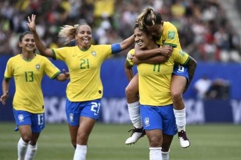 Com show de Cristiane, Brasil derrota a Jamaica por 3 a 0