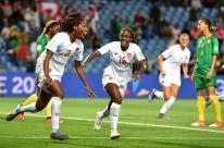 Zagueira Buchanan anota o único gol no jogo entre Canadá e Camarões