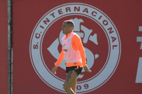 Edenilson segue como dúvida do Inter para jogo contra o Bahia