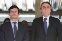 Bolsonaro e Moro chegam juntos em evento da Marinha e sentam lado a lado