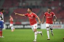 Erro do VAR, falha dos goleiros e vitória Colorada no Beira-Rio
