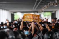 Por medo de rastreio, manifestantes em Hong Kong evitam usar cartão de transporte público