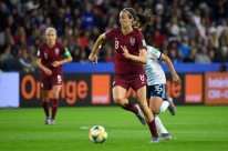 Inglaterra supera grande atuação de goleira rival e vence a Argentina