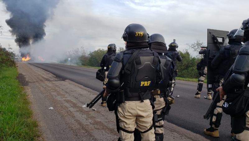 Choque da PRF desobstruiu trecho da BR-290, em Eldorado do Sul