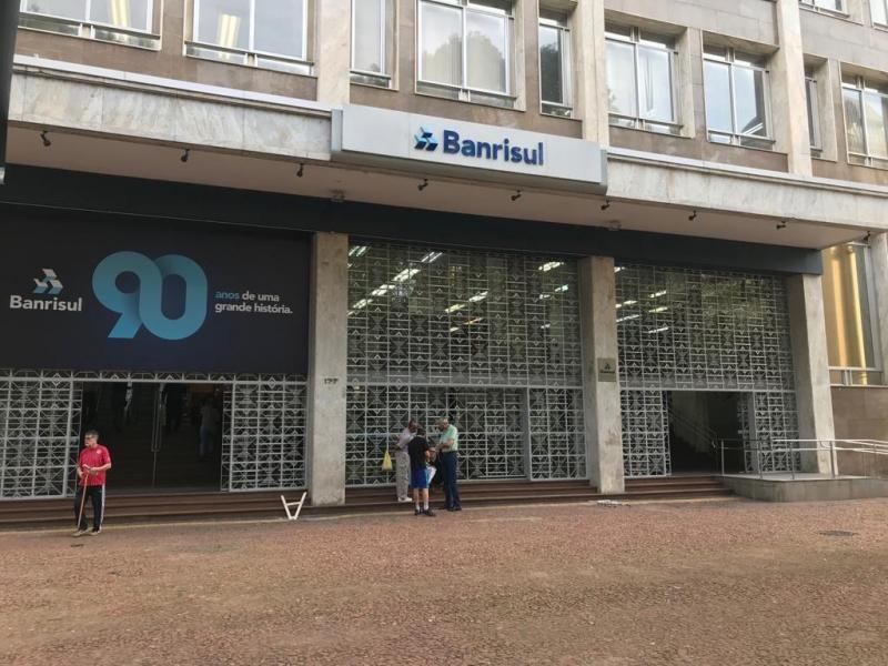 PEC para acabar com a consulta popular para venda do banco tem apoio de parte da base governista
