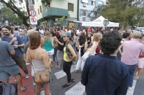 Ex-garçom da Lancheria do Parque atrai multidão ao abrir novo bar no Bom Fim