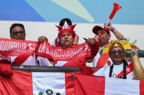 Torcedores peruanos fazem festa, mesmo com empate contra Venezuela