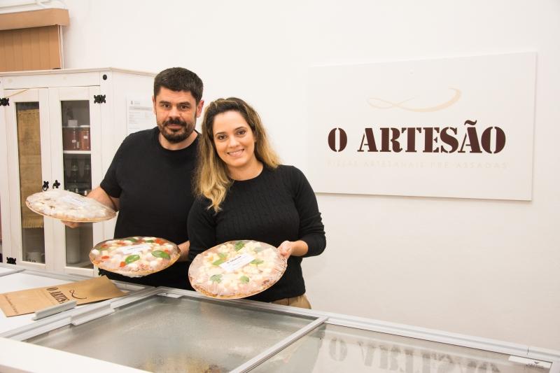 Vanelise Chaves Ferreira e Leonardo Maia sócios da pizzaria artesanal O Artesão