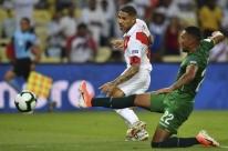Peru vira sobre a Bolívia e chega aos 4 pontos no grupo do Brasil