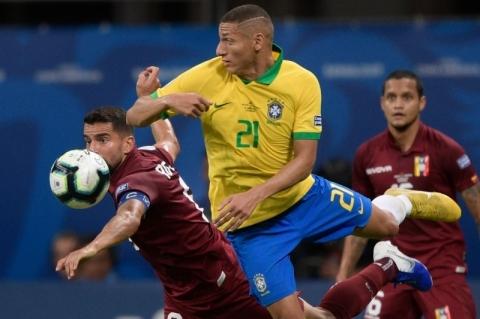Brasil decepciona e fica no 0 a 0 com a Venezuela