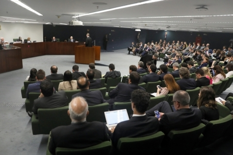 Por 3 a 2, 2ª Turma do STF decide manter Lula preso