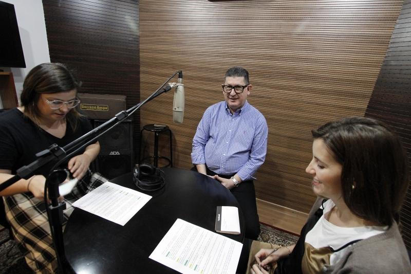 Gravação do podcast do GE com Chico Tasca, sócio da Churrascaria Barranco.  na foto:  Isadora Jacoby(E),  Chico Tasca e Giana Milani