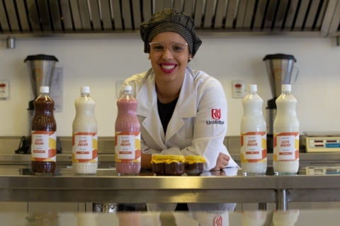Estudante cria leite para intolerantes à lactose